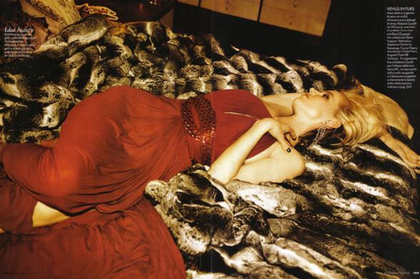 EvaHerzigova, Elle Italy July 2009. Изображение № 8.
