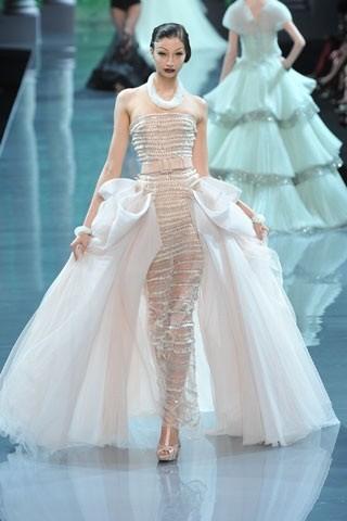 """""""Выбираем свадебное платье!"""" 93 идеи ведущих дизайнеров. Изображение № 93."""