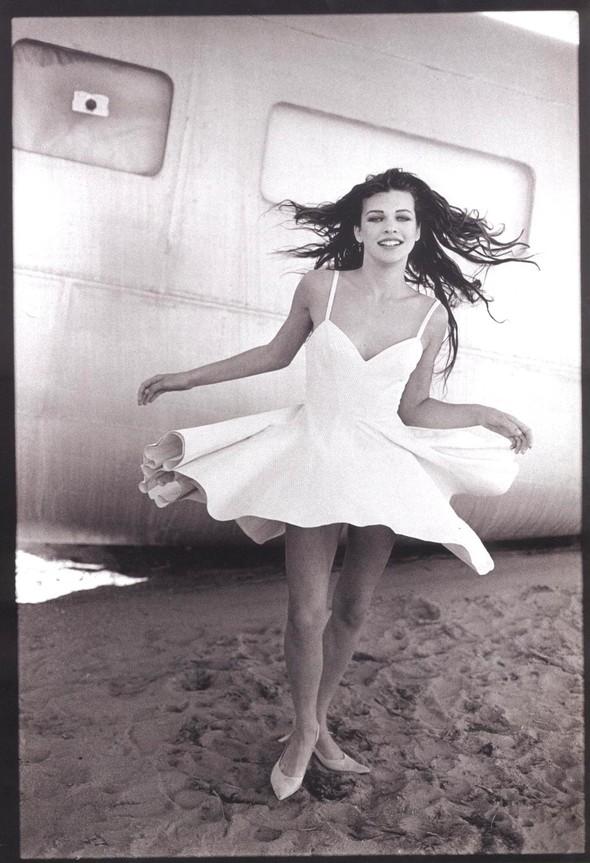 Архивная съёмка: Мила Йовович для Vogue, 1990. Изображение № 6.