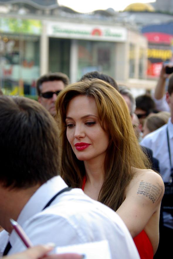 Анджелина нагревает Москву. Изображение № 7.