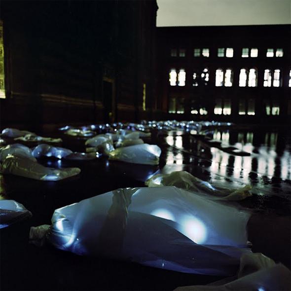 Подземное искусство в Нью-Йорке, светящееся кладбище в Лондоне и другие новости. Изображение № 17.