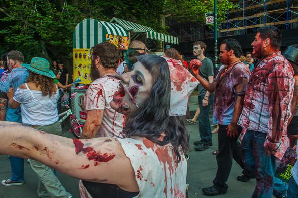 Зомби парад в Нью Йорке. NYC Zombie Crawl.. Изображение № 51.