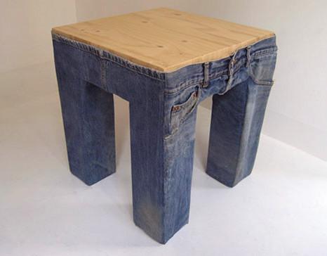 Одежда для мебели или Стулья в носках. Изображение № 4.