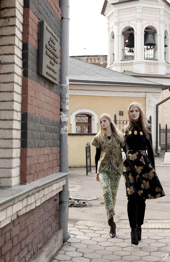 Журнал Карин Ройтфельд посвятил съемку Москве и российским дизайнерам. Изображение № 5.