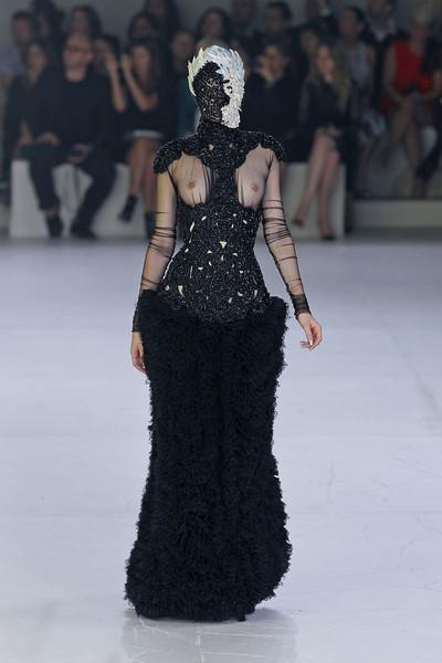 Paris Most Crazy! Самые сумасшедшие наряды на Неделе Моды в Париже. Изображение № 10.