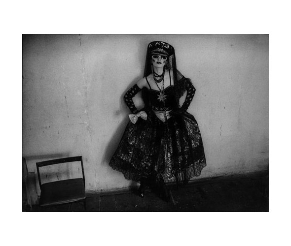Катя Филиппова вкостюме изсвоей первой коллекции. 1987. Фото: Аса Франк. Изображение № 10.