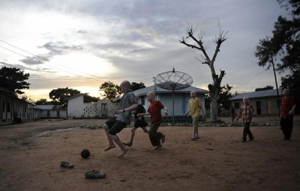 Убийство африканских альбиносов. Изображение № 8.