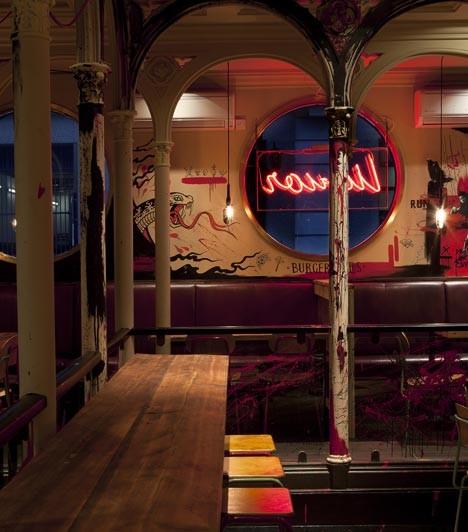 Под стойку: 15 лучших интерьеров баров в 2011 году. Изображение № 12.