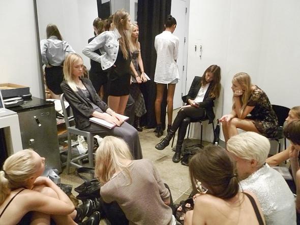 Дневник модели: Разговор с новым лицом Prada, съёмка и снова «Старбакс». Изображение № 17.