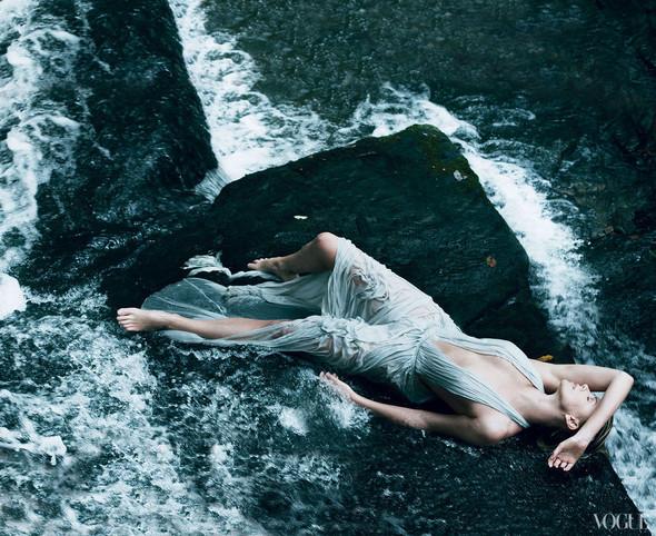 Съёмка: Шарлиз Терон для Vogue. Изображение № 3.
