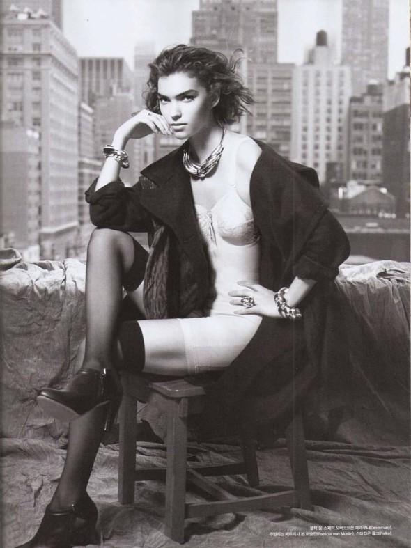 Съёмка: Аризона Мьюз для Vogue. Изображение № 8.
