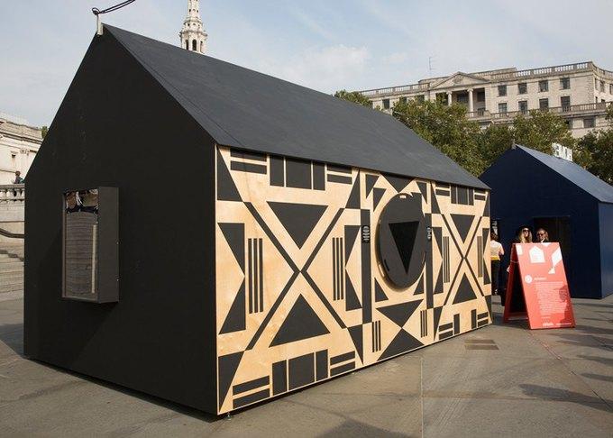Дизайнеры создали инсталляцию для Airbnb на Трафальгарской площади. Изображение № 11.