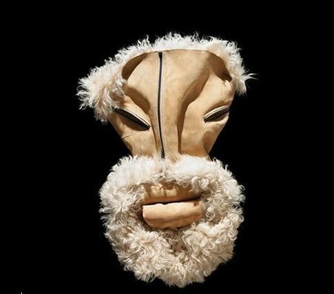 Лица, нарисованные одеждой, отBela Borsodi. Изображение № 4.