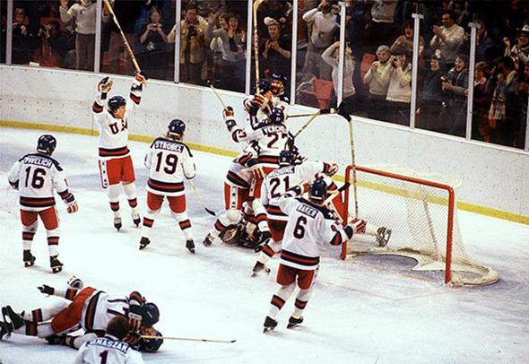 Поймать момент: 20 побед и поражений в истории спорта в фотографиях. Изображение №17.