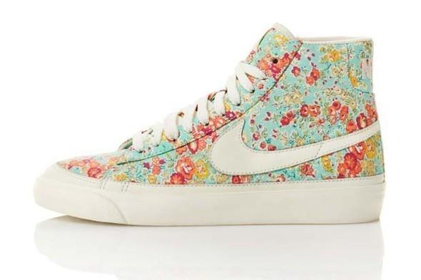 Изображение 3. Лукбук: Liberty for Nike SS 2011.. Изображение № 3.