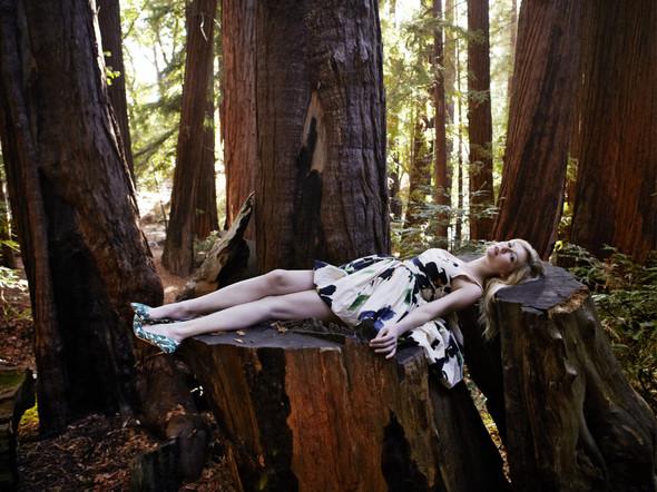 Съёмка: Кирстен Данст для итальянского Vogue. Изображение № 3.