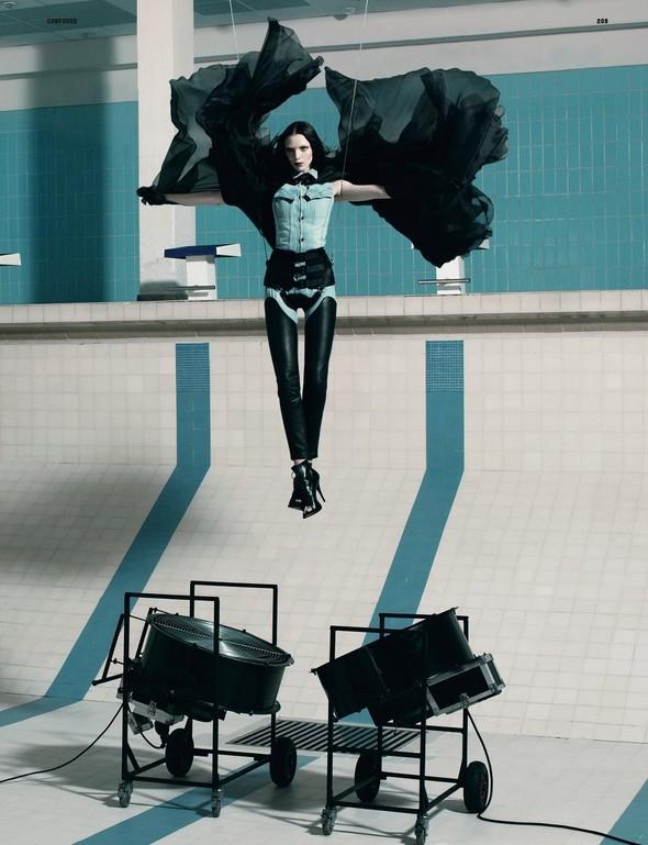 Съёмка: Рикардо Тиши для Dazed & Confused. Изображение № 2.