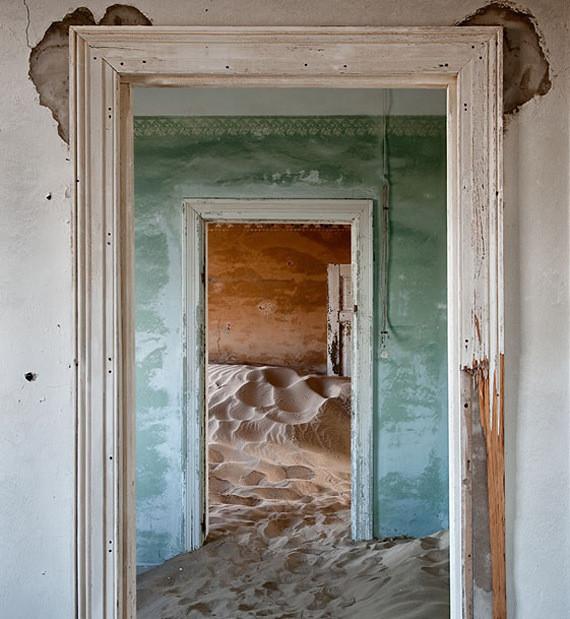 Изображение 13. Alvaro Sanchez-Montañes: город-призрак.. Изображение № 13.
