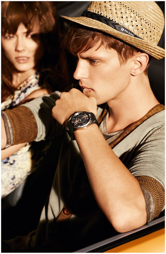Alberta Ferretti, DKNY и Moschino показали новые кампании. Изображение № 19.