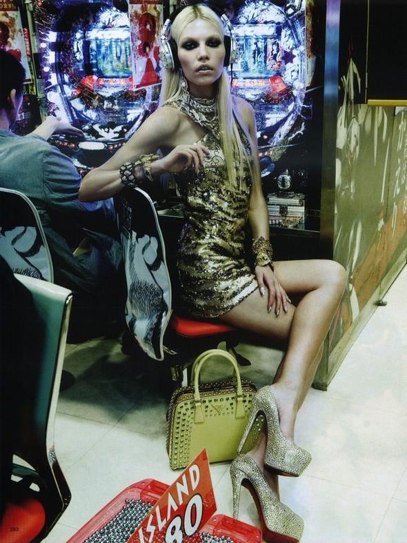 Элин Вебер The Girl Who Rocks The Planet в апрельском Vogue Япония. Изображение № 17.