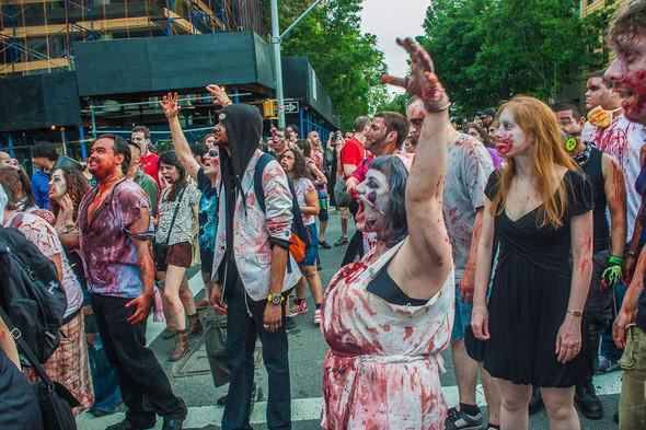Зомби парад в Нью Йорке. NYC Zombie Crawl.. Изображение № 50.