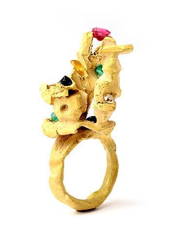 Karl Fritsch: Кольцо может быть оружием. Изображение № 34.