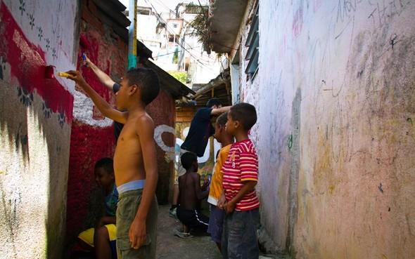 'Свет в переулках' граффити в фавелах. Изображение № 16.