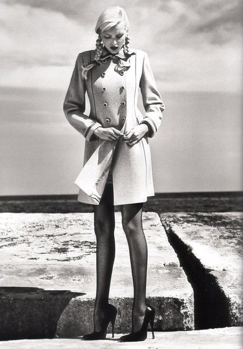 Helmut Newton-гурман женской плоти. Изображение № 8.