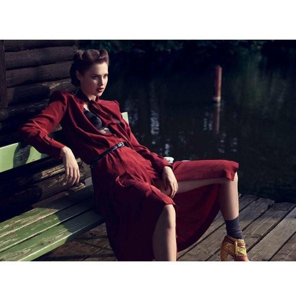Съёмка: Анаис Пульо для немецкого Vogue. Изображение № 10.