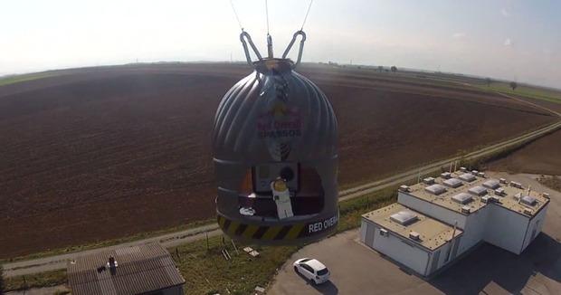 Прыжок Феликса Баумгартнера из стратосферы реконструировали в LEGO. Изображение № 2.