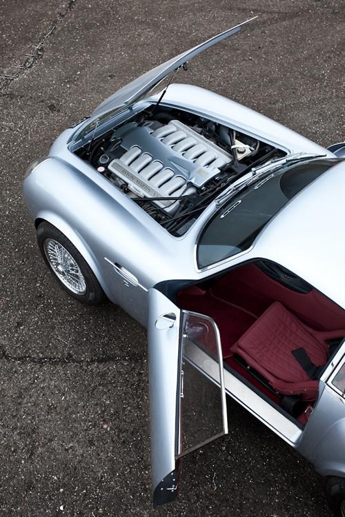 Воскрешение Aston Martin DB4 GT Zagato. Изображение № 18.