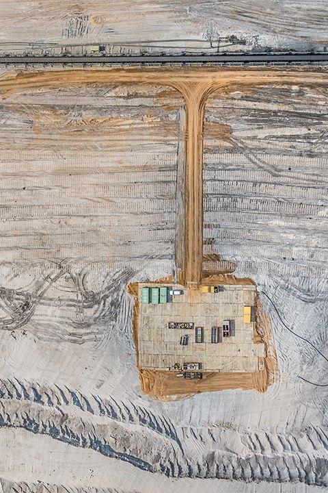 Захватывающие фотографии огромной угольной шахты. Изображение № 5.