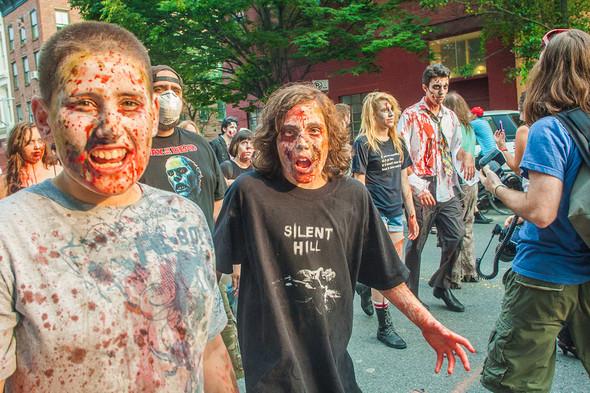 Зомби парад в Нью Йорке. NYC Zombie Crawl.. Изображение № 30.