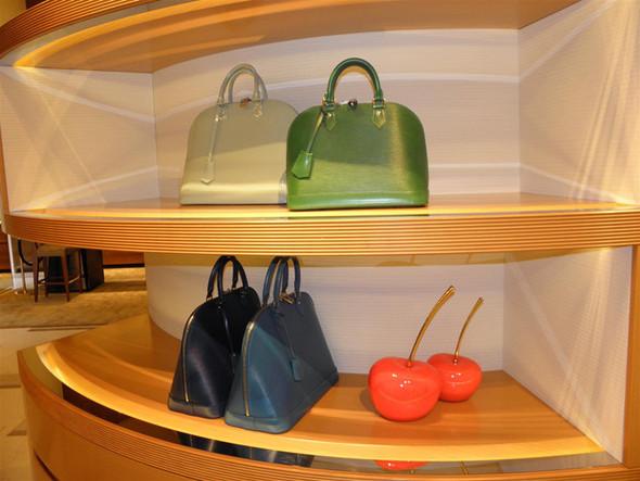 Новые магазины: Louis Vuitton в Риме, Chanel в Москве и Celine в Нью-Йорке. Изображение № 7.