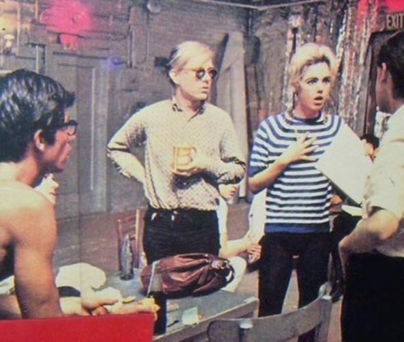 Энди Уорхол —агент MIB, работающий под прикрытием, от отчаяния рисующий банки томатного супа. Изображение № 16.