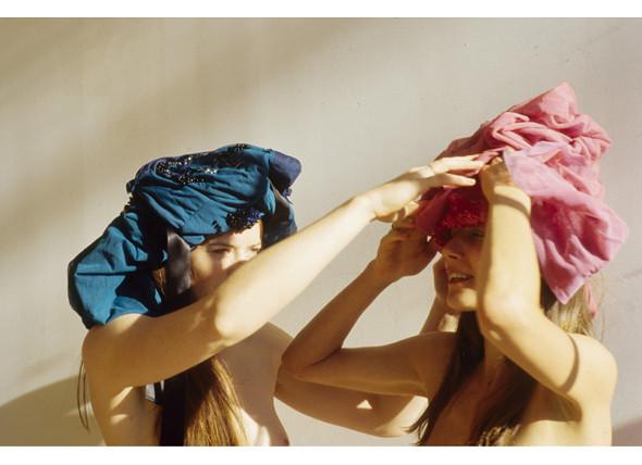 Части тела: Обнаженные женщины на фотографиях 1990-2000-х годов. Изображение №36.