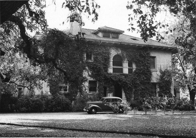 Дом, известный как Hayes Mansion, когда-то принадлежал известной семье долины. Теперь вилла работает как отель и конференц-центр. Изображение № 6.