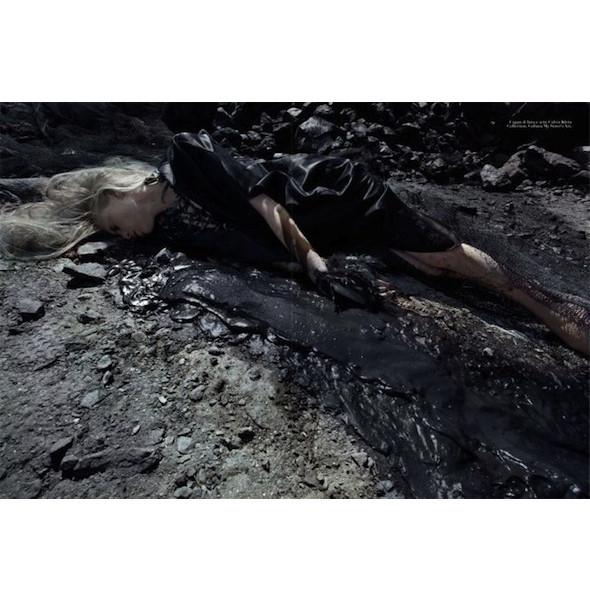 Съемка «Water & Oil» в итальянском Vogue. Изображение № 5.
