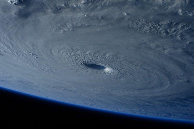 Фото дня: супертайфун Майсак с борта МКС. Изображение № 3.