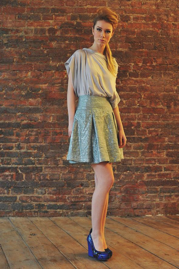 CW22 блуза серая, состав:90% хлопок, 10% люрекс размеры: s/m  СW51 юбка состав:50% шелк, 50% люрекс размеры: xs, s. Изображение № 9.
