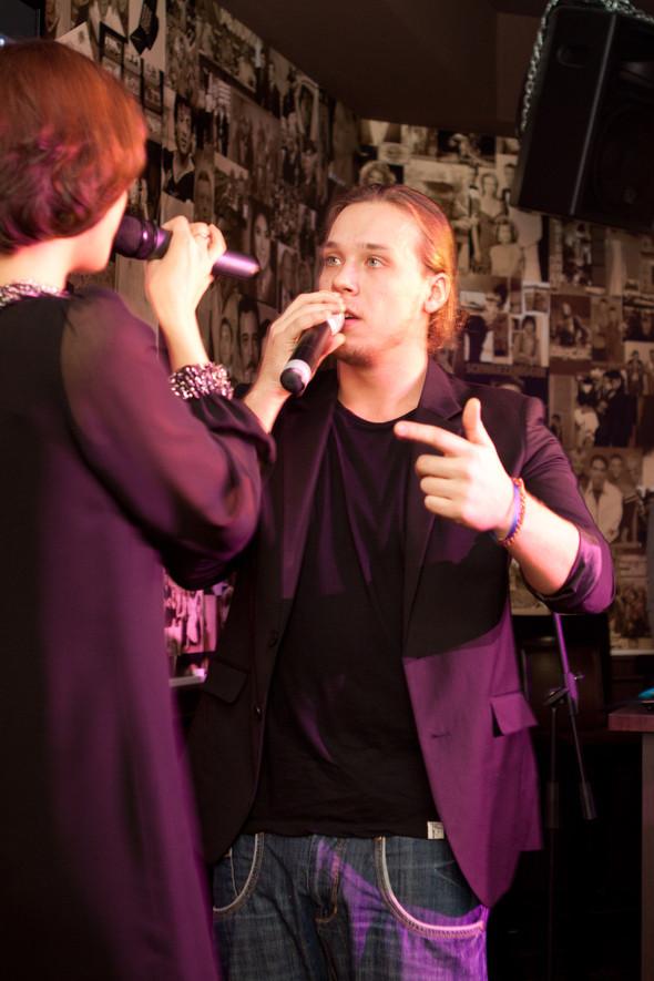 Презентация клипа группы Т9 «На расстоянии любви» в «Руки Вверх bar. Изображение № 3.