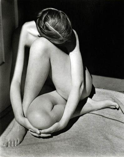 Части тела: Обнаженные женщины на винтажных фотографиях. Изображение №54.