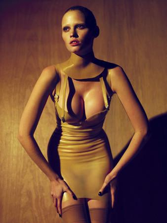 Ле форм: 10 моделей с большой грудью. Изображение № 6.