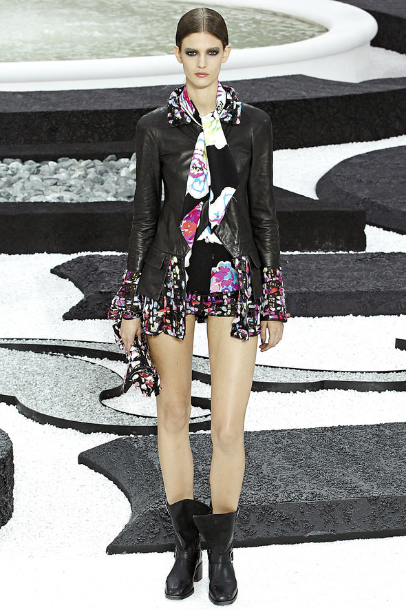 Карл Лагерфельд показал одну из самых красивых коллекций, когда-либо созданных для Chanel. Изображение № 33.