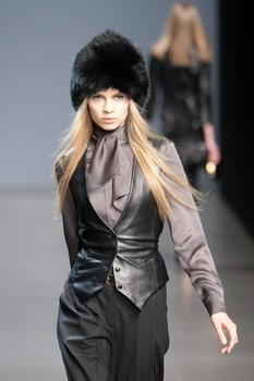Valentin Yudashkin. Fall-Winter 2010-2011. Изображение № 13.