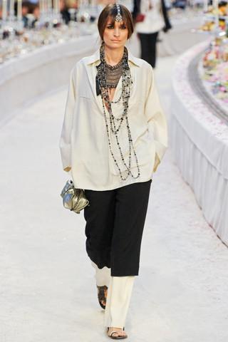 Chanel показали пре-осеннюю коллекцию. Изображение № 15.