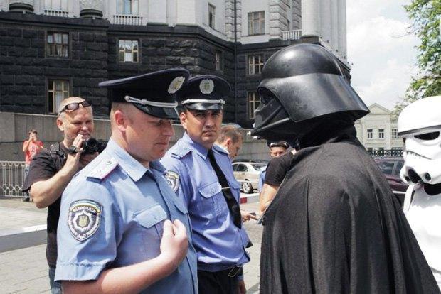 Дарта Вейдера не пустили на выборы президента Украины. Изображение № 1.
