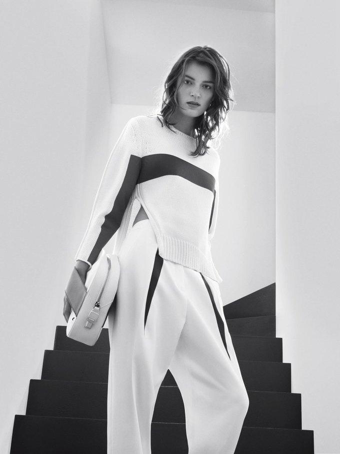Max Mara, Prada и другие марки выпустили новые кампании. Изображение № 5.