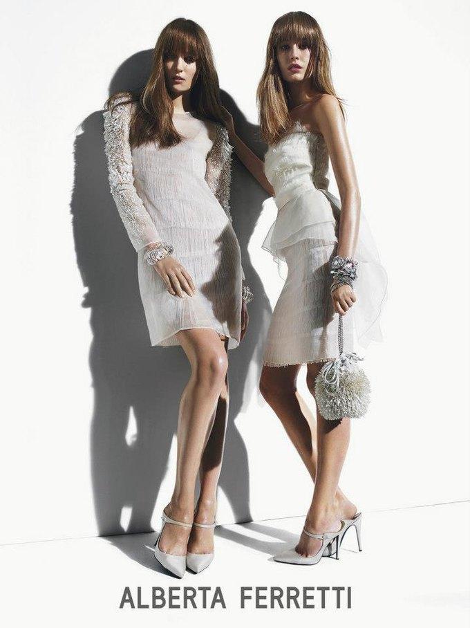 Alberta Ferretti, DKNY и Moschino показали новые кампании. Изображение № 10.