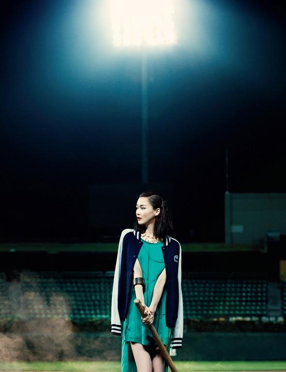 Быстрее, выше, сильнее: Модные съемки, вдохновленные спортом. Изображение №99.